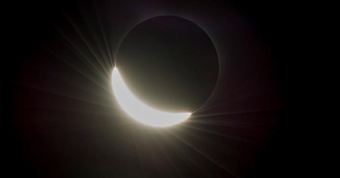 是小心!日全蝕是眼睛的隱形殺手這篇文章的首圖
