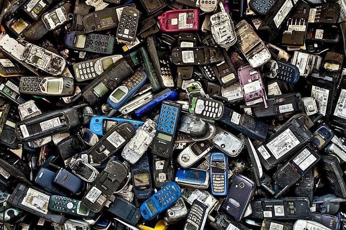 是避免產生電子垃圾 歐盟可能準備大力推動智慧手機採用統一充電介面這篇文章的首圖