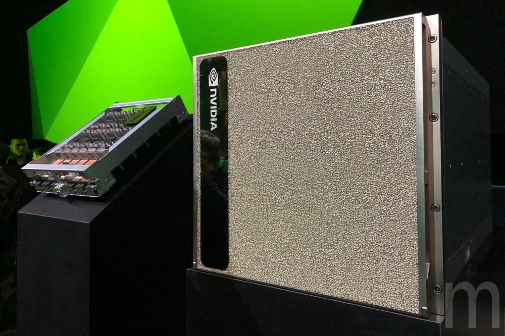 是藉由NVSwitch設計,NVIDIA以16組Tesla V100打造「全球最大GPU」這篇文章的首圖