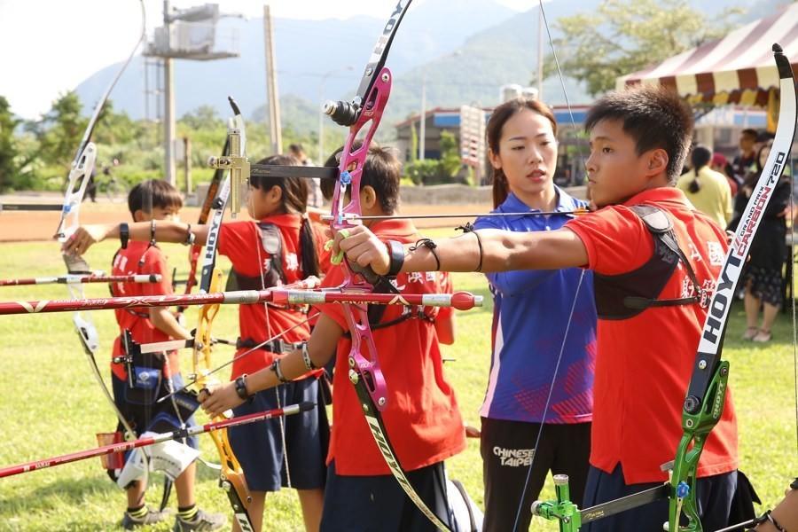 是台灣三星擴大贊助東澳國小射箭隊 「台灣箭后」親自下鄉指導這篇文章的首圖
