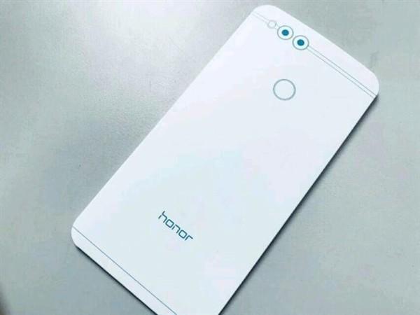 是10月11日發布,Honor 7X更多細節現身網上:5.93寸全面屏、Kirin 659!預計售價約RM950!這篇文章的首圖