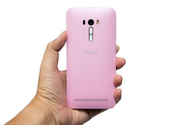 是神拍機 ZenFone Selfie 推出!ZenFone 2 Laser / Deluxe 全新家族報到!這篇文章的首圖