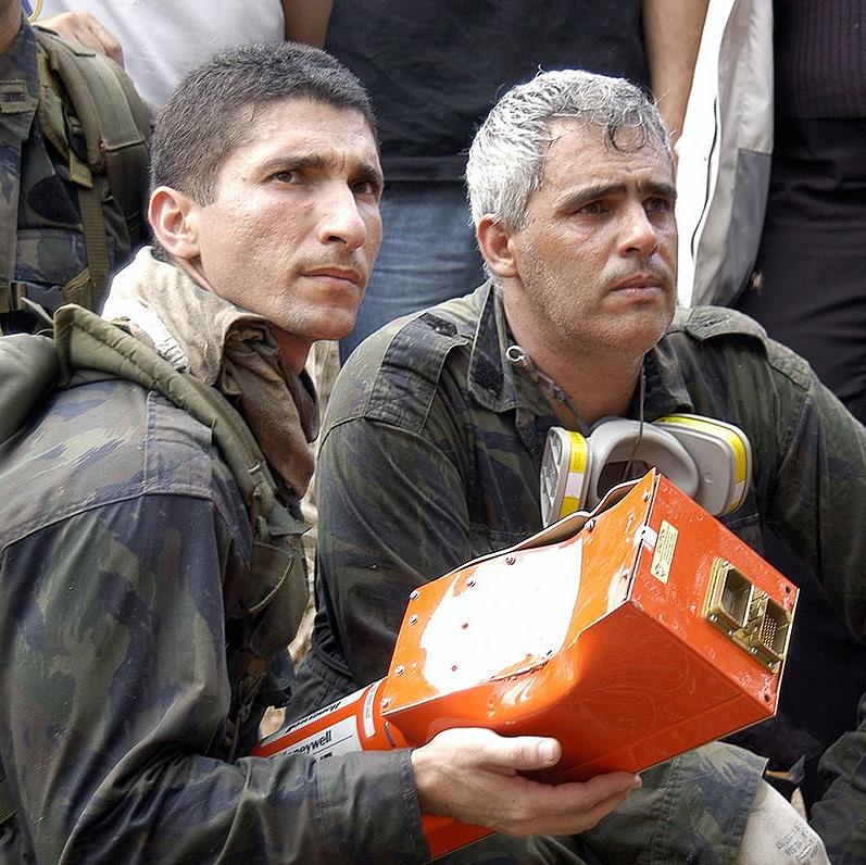 是空難調查時最重要的「黑」盒子,其實是橘色的這篇文章的首圖