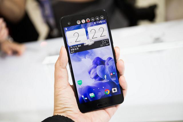 是3D 水漾玻璃! HTC 2017 新設計新機 U Ultra、U Play 發表會快速動手玩!大圖!這篇文章的首圖