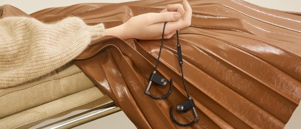 是B&O Play復刻推出經典掛耳式耳機Earset 全面改為無線化這篇文章的首圖