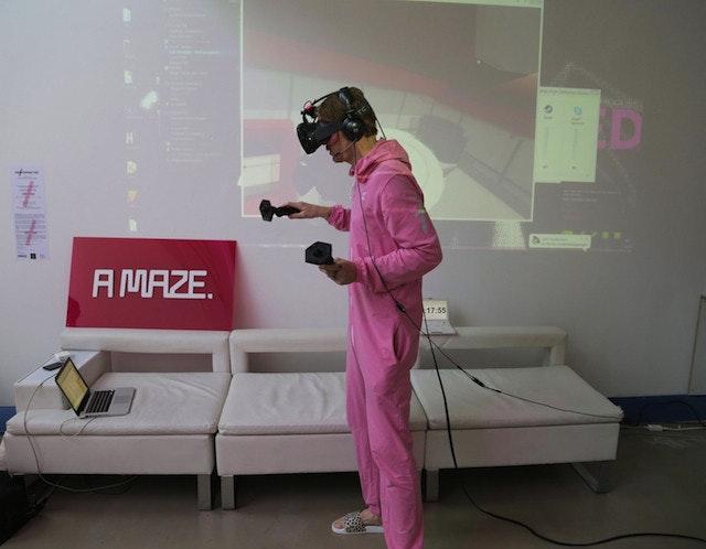 是連續48小時體驗虛擬實境生活會怎樣?這篇文章的首圖