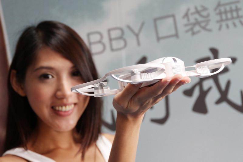 是零度智控迷你無人機Dobby登台 可收納隨身攜帶、更簡單的飛行操作這篇文章的首圖