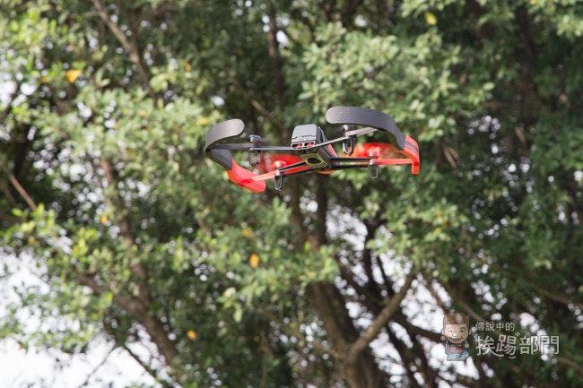 是Parrot Bebop Drone Skycontroller 免拆機日本手、美國手切換方式這篇文章的首圖