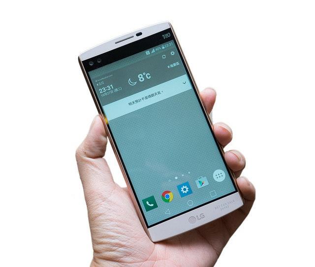 是雙鏡頭雙螢幕!LG 大屏新旗艦 V10 快速動手玩這篇文章的首圖