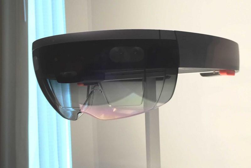 是微軟詮釋以HoloLens迎接第50屆超級盃這篇文章的首圖
