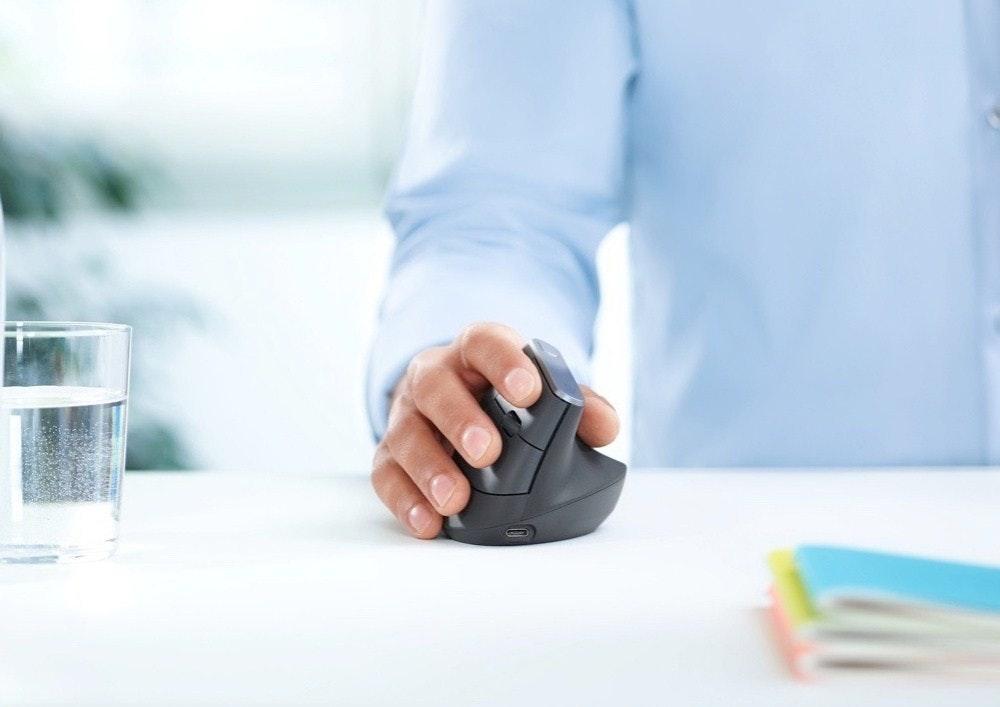 是羅技特殊垂直設計滑鼠讓你不再有手腕隧道症這篇文章的首圖