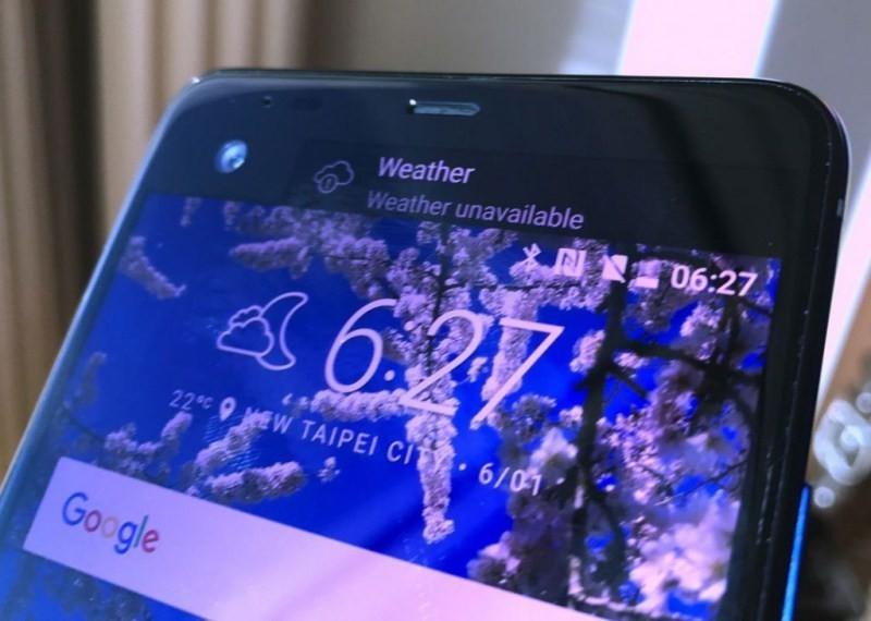 是HTC U系列新機導入前後玻璃機身、第二螢幕設計,預計同步推出HTC X10這篇文章的首圖