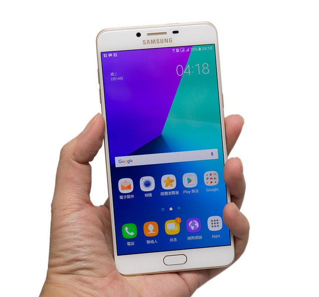 是三星 Samsung 久違的大螢幕手機 Galaxy C9 Pro 在台灣推出啦!大螢幕實測開箱!這篇文章的首圖