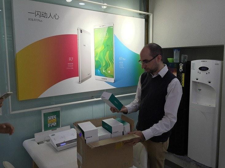 是老兄,你太猛了!!馬來西亞用戶到中國,一口氣買20部OPPO R7 Plus!!這篇文章的首圖
