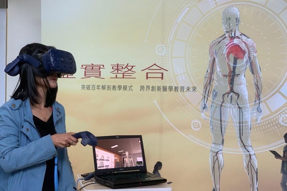 是HTC攜手台北醫學大學 將VR與醫療教學結合、變得有趣這篇文章的首圖