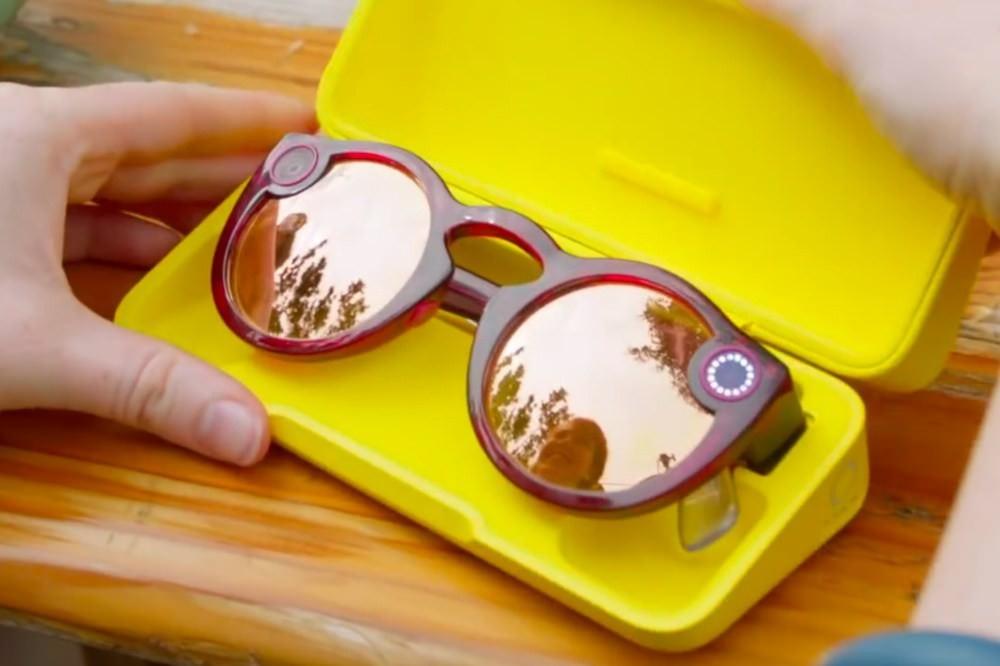 是Snap推出第二款社交用途太陽眼鏡 新增防水、拍攝靜態照片功能,依然維持10秒短影片功能這篇文章的首圖