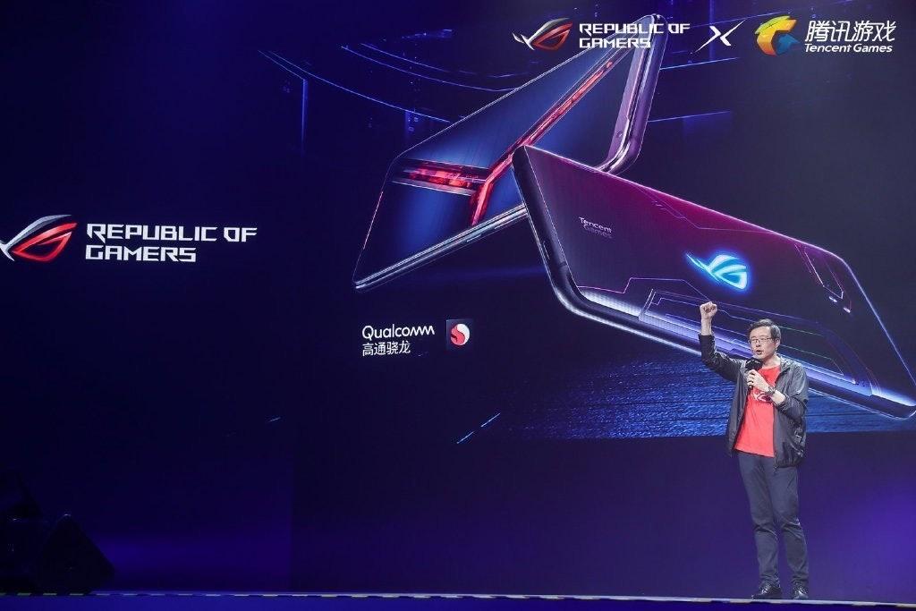 是ROG Phone II於中國市場額外推出至尊版、以防撞氣密盒收納的電競裝甲版這篇文章的首圖