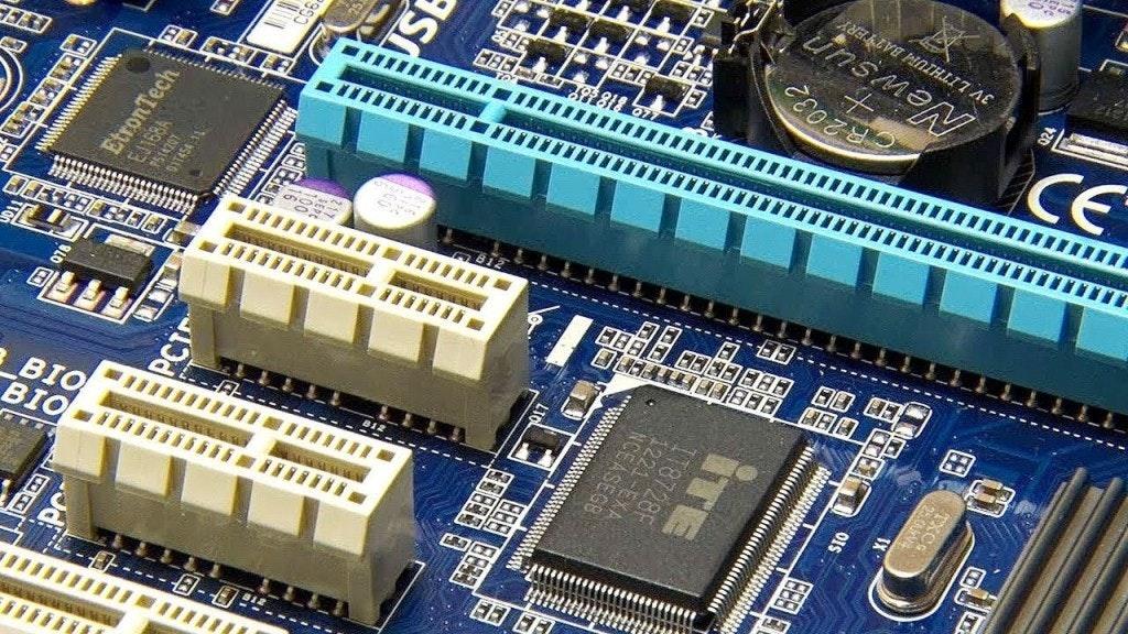 是PCIe  4.0介面應用產品才剛準備進入市場,PCIe 6.0介面便著手規劃這篇文章的首圖