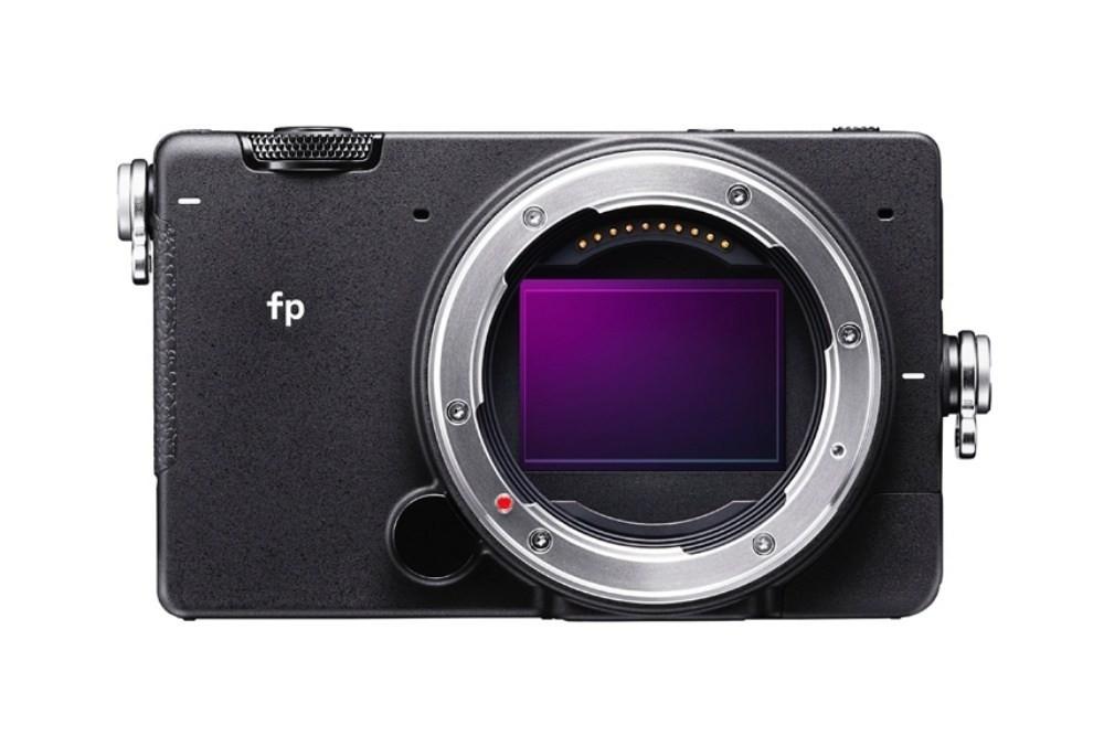 是Sigma fp成為史上最小、可交換鏡頭的135全片幅機種這篇文章的首圖