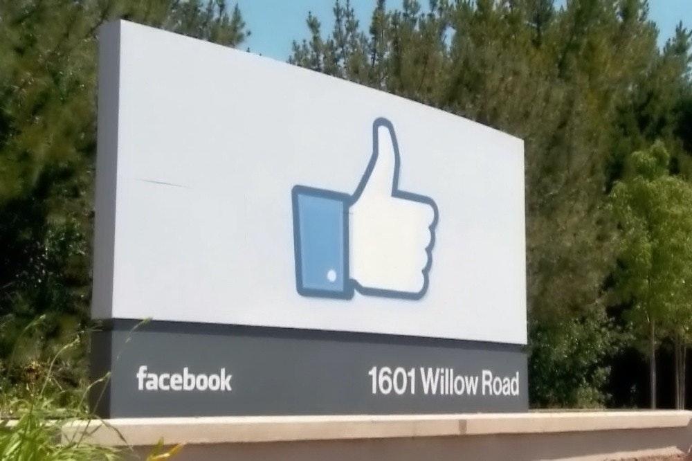 照片中提到了facebook、1601 Willow Road,包含了臉書、美國、億萬富翁、總公司、淨值
