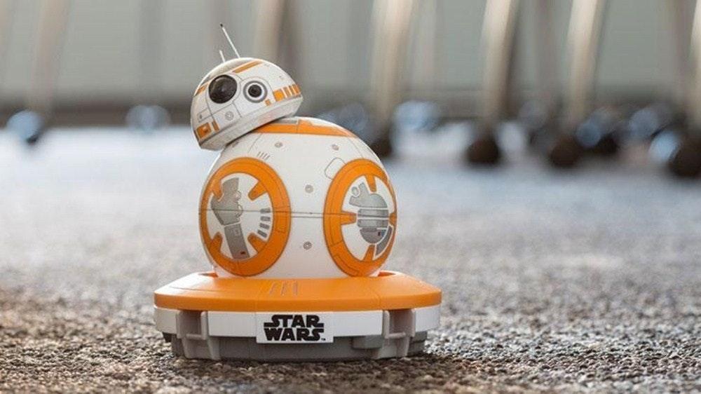 照片中提到了STAR、WARS,跟迪士尼好萊塢影城有關,包含了三星Ballie、BB-8、三星、R2-D2、手機