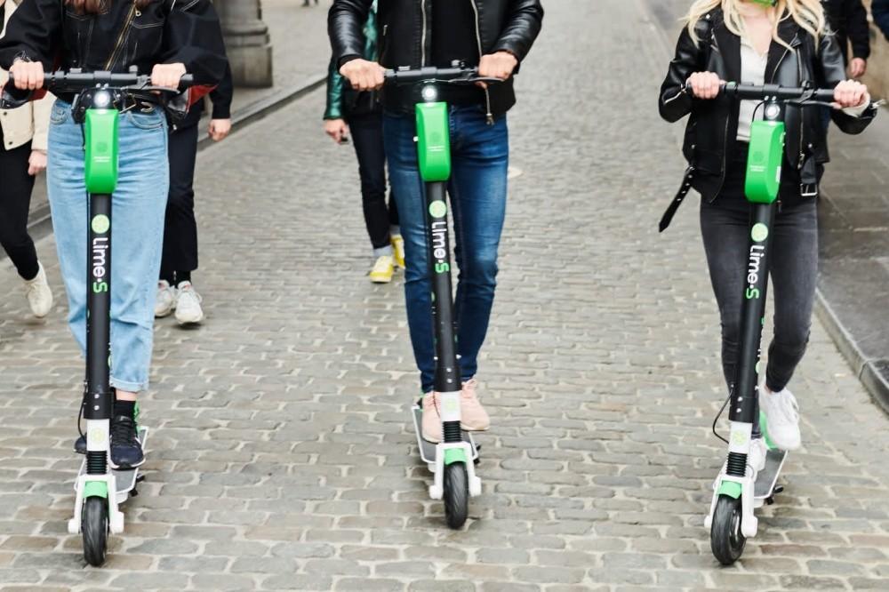 照片中提到了Lime-S、LimeS、Lime S,包含了電動滑板車頭盔、電動車、電動踏板車、踏板摩托車、自行車共享系統