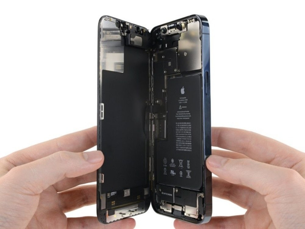 照片中提到了AYA、BANEMINI,包含了iPhone 12 Pro Max拆解、蘋果iPhone 12 Pro Max、蘋果iPhone 12 Pro、蘋果、手機