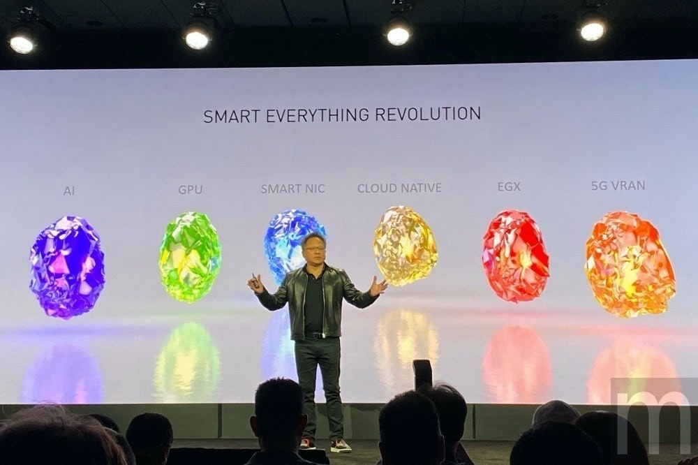 照片中提到了SMART EVERYTHING REVOLUTION、Al、GPU,跟莫特·麥克唐納有關,包含了氣球、英偉達、邊緣計算、GeForce、物聯網