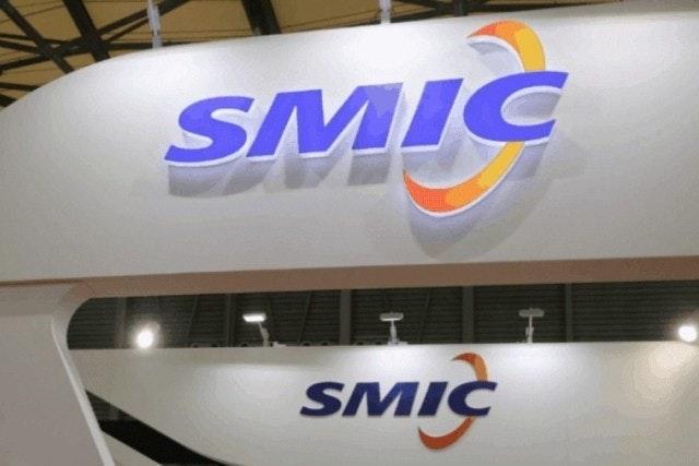 照片中提到了SMIC、SMIC,跟半導體製造國際公司、半導體製造國際公司有關,包含了標牌、交通方式、圖形、美國、牌
