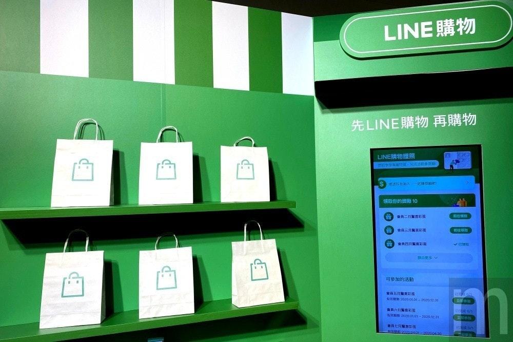 照片中提到了LINE購物、先LINE購物再購物、LINE購物護照,包含了電子產品、顯示裝置、數碼展示廣告、產品設計、牌