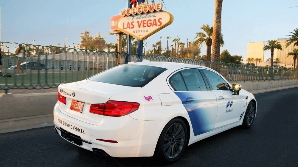 照片中提到了TO Fabulous、LAS VEGAS、NEVADA,跟拉斯維加斯有關,包含了運動內華達州、出租車、Lyft、自動駕駛汽車