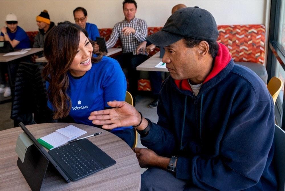 照片中提到了Volunteer,包含了教育、Google大力推動印度教育、教育、工作、高等教育