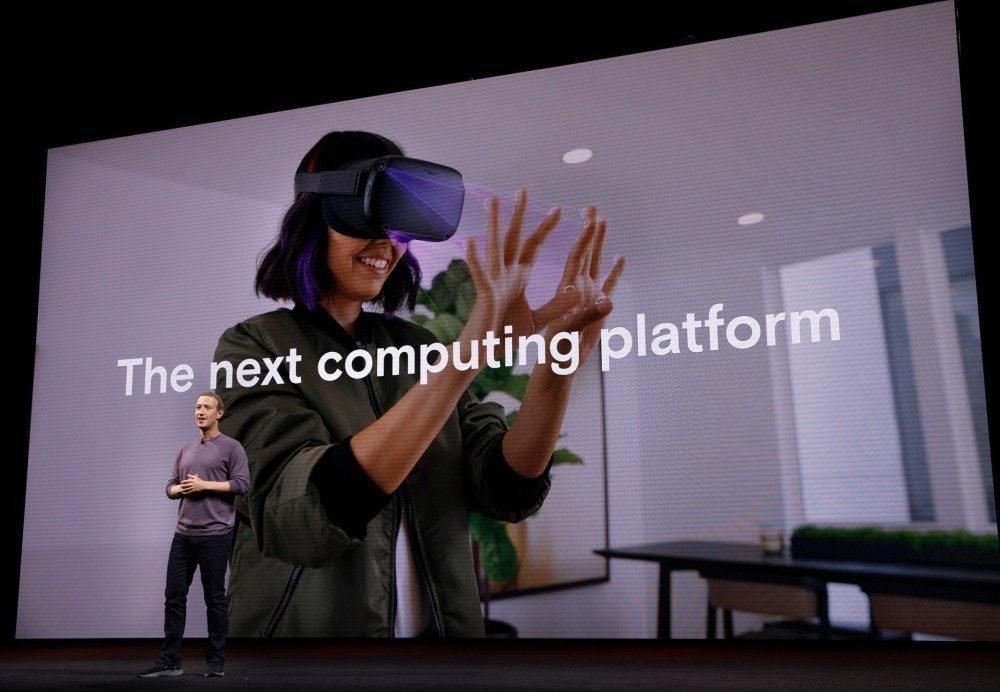 照片中提到了The next computing platform,包含了Oculus Connect 6、Oculus任務、Oculus VR、虛擬現實、增強現實