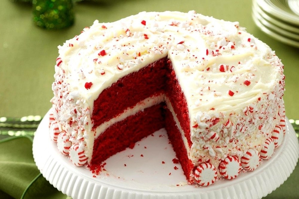 照片中跟隆尚有關,包含了聖誕節紅色天鵝絨蛋糕的想法、紅色天鵝絨蛋糕、刨冰、松露巧克力、蛋糕