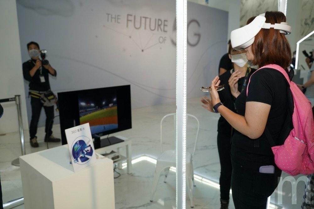 照片中提到了THE FUTUREG、OF、360 EK,跟母親照顧有關,包含了設計、藝術展、產品設計、設計、通訊