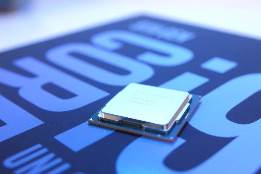 照片中提到了UN,跟標誌性有關,包含了電子產品、英特爾、Advanced Micro Devices公司、新浪公司、電動藍M