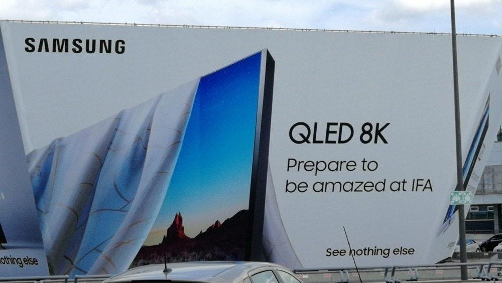 照片中提到了SAMSUNG、QLED 8K、Prepare to,跟三星集團有關,包含了三星8k電視廣告、2018柏林國際音樂節、三星Q900R、8K分辨率、三星