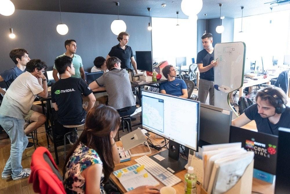 照片中提到了enVIDIA.、cent、SIBLE,包含了通訊、機器人技術、上昇機器人、自動駕駛汽車、人工智能