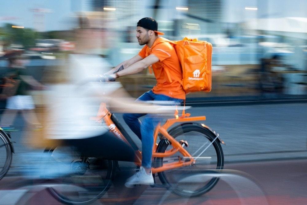 照片中包含了公路自行車、吉特·格羅恩(Jitse Groen)、Takeaway.com、取出、公路自行車