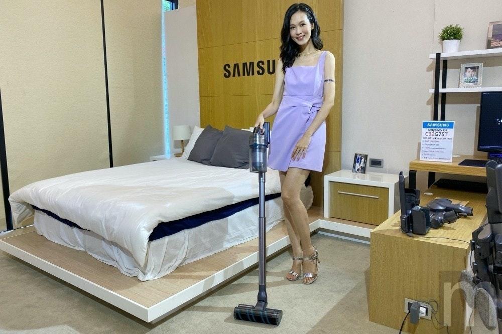 照片中提到了SAMSU、SAMSUNG、Odyssey O7,包含了三星克萊奧粉紅色、床墊、床架、克萊奧粉紅色、三星