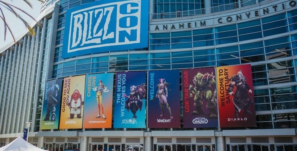 照片中提到了BIZZS、ANAHEIM、CONVENTIO,跟暴雪娛樂、暴雪娛樂有關,包含了阿納海姆會議中心、阿納海姆會議中心、暴雪嘉年華2020、魔獸世界