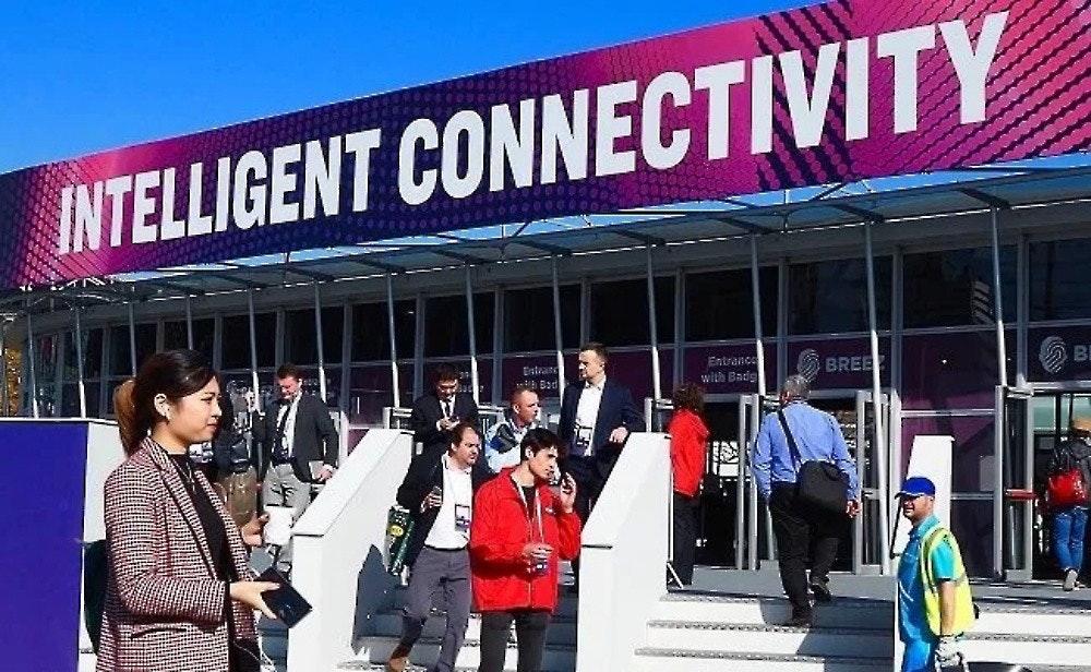 照片中提到了INTELLIGENT CONNECTIVITY、Entrance、with Badg,包含了巴塞羅那世界移動大會、MWC巴塞羅那2020、GSM協會、移動電話、阿爾伯特·庫埃斯塔·扎拉戈西