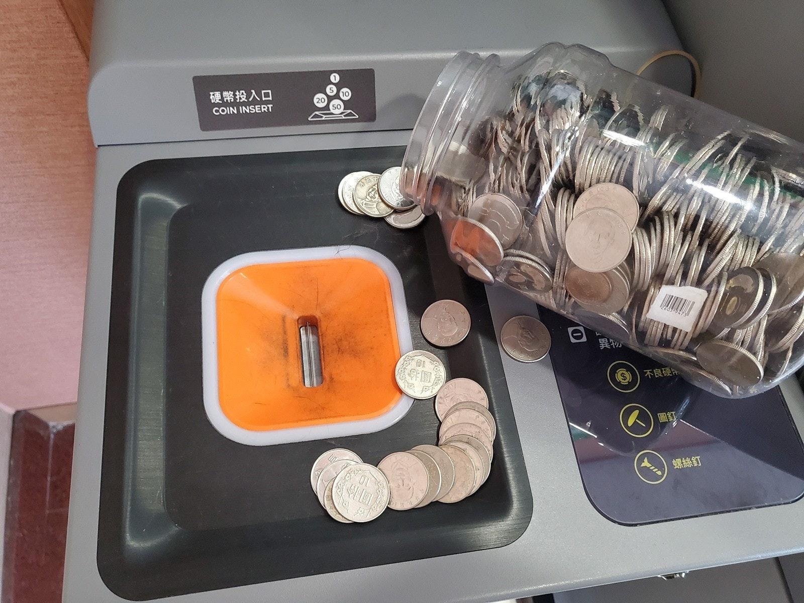 照片中提到了硬幣投入口、10、COIN INSERT,包含了產品設計、產品、設計