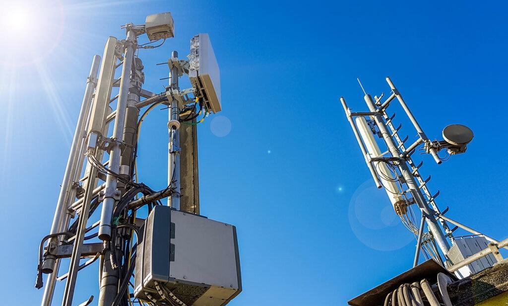 照片中包含了5g基站、5G、基站、移動電話、4G