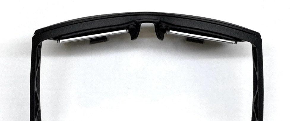 照片中包含了風鏡、風鏡、產品設計、汽車、產品