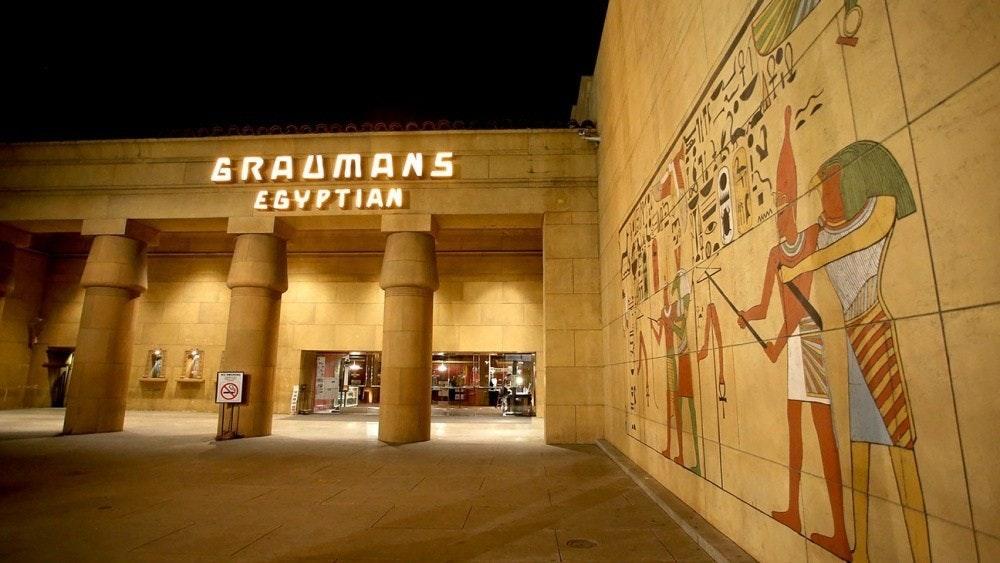 照片中提到了GRAUMANS、EGYPTIAN,跟工匠有關,包含了埃及劇院好萊塢、好萊塢埃及劇院、格勞曼的埃及劇院、埃及劇院、網飛