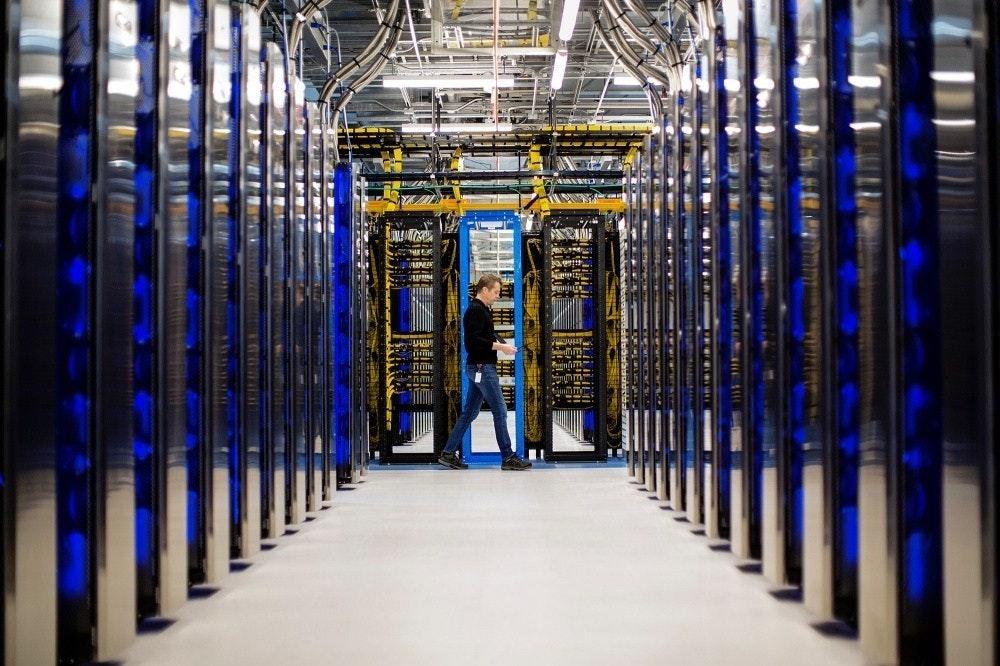 照片中包含了微軟數據中心、數據中心、微軟公司、雲計算、微軟Azure