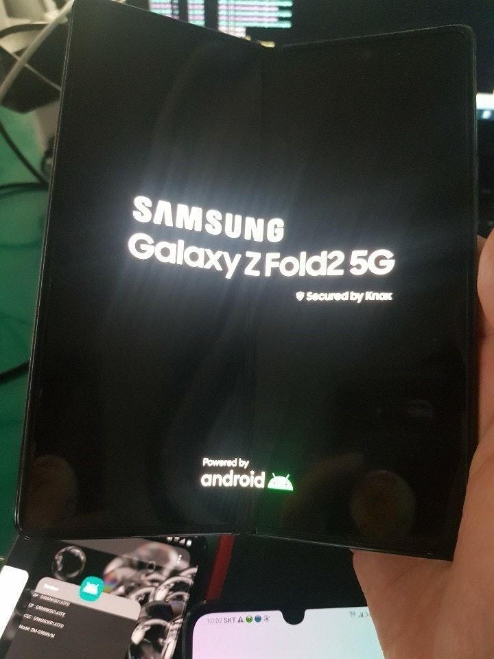 照片中提到了SAMSUNG、Galaxy ZFold25G、OSecured by KnoK,跟Android One有關,包含了三星Galaxy Z Fold 2、三星Galaxy Fold、三星Galaxy Z Fold 2、三星Galaxy R、三星Galaxy S
