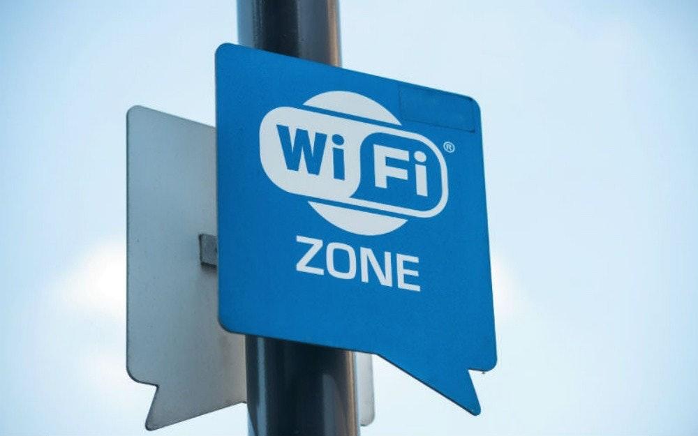 照片中提到了Wi Fi、ZONE,跟Wi-Fi聯盟有關,包含了無線上網熱點、熱點地區、無線上網、互聯網、免費WiFi