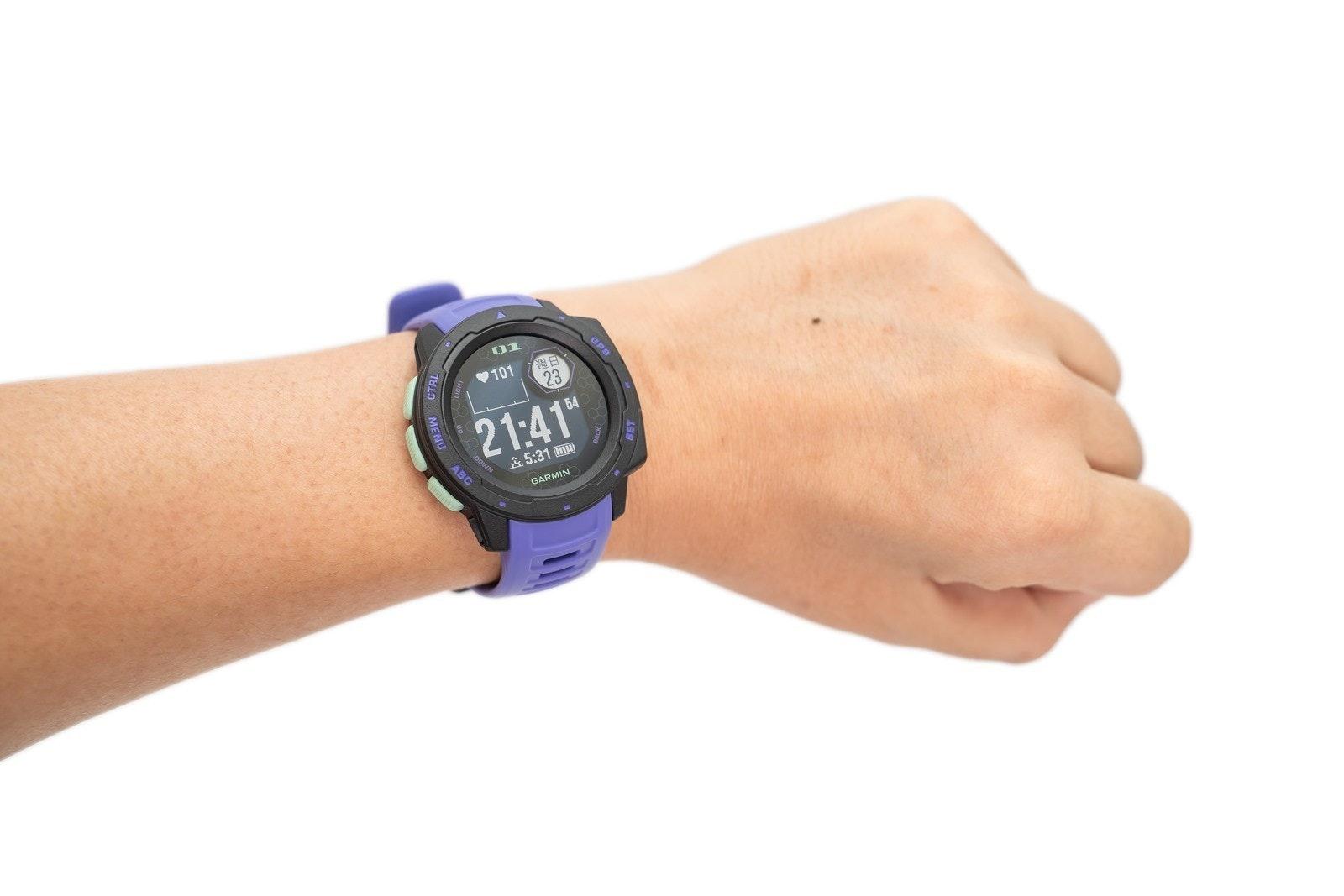 照片中提到了GP8、01、週日,包含了腕、看、Garmin Ltd.、加爾明、手錶